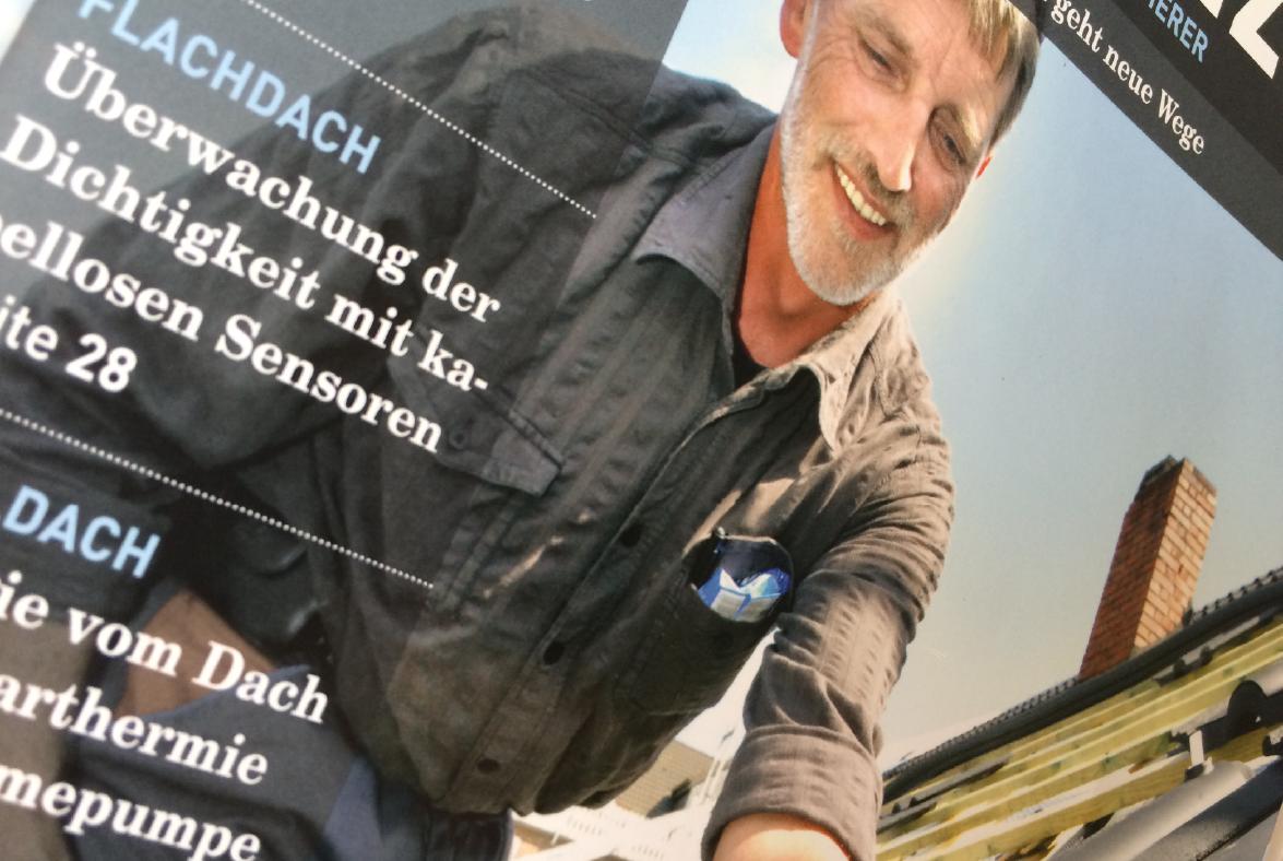 Hum-ID in der Dach+Holzbau Cover seitlich