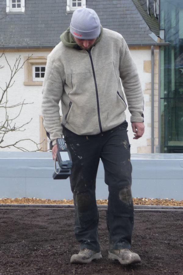 Hum-ID Referenz Ecole Central Flachdach Baustelle Sensoren Einlesen Scanner