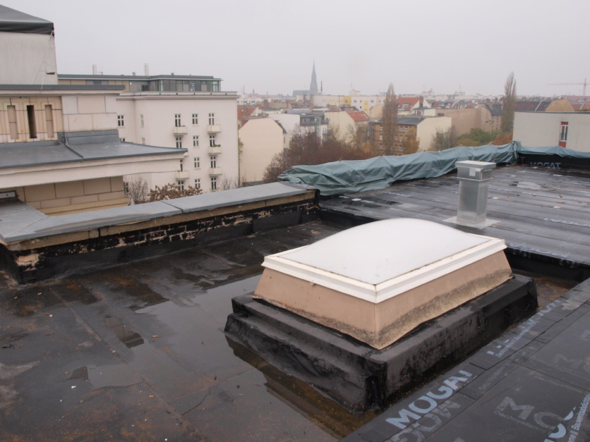 Leckortung Sensoren Flachdach Berlin, Lichtkuppel
