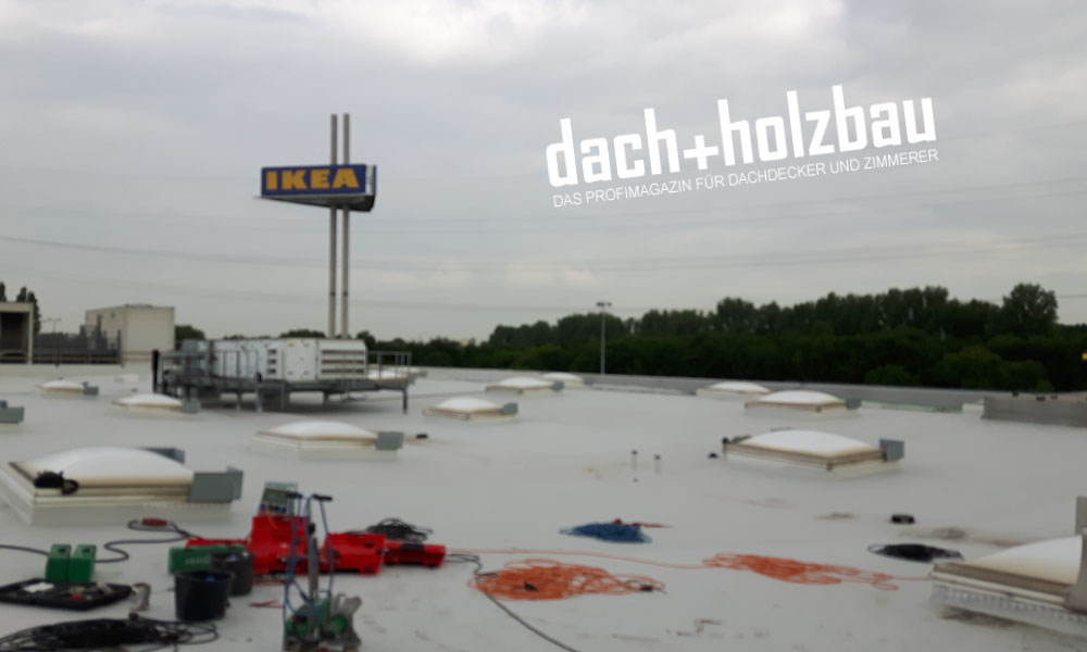 Sensorbasierte Dachkontrolle bei IKEA – HUM-ID in der Dach+Holzbau